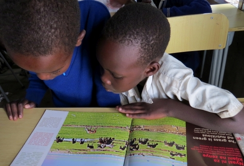 Children learn about wildebeest migration_Wild Nature Institute
